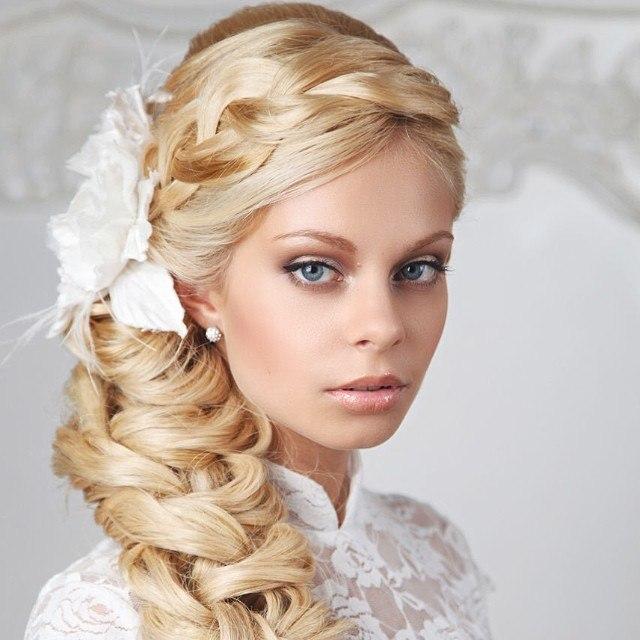 Свадебные варианты причёсок на длинные волосы. Фото №1